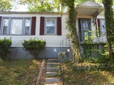 Dayton Single Family Home For Sale: 344 Parkwood Drive