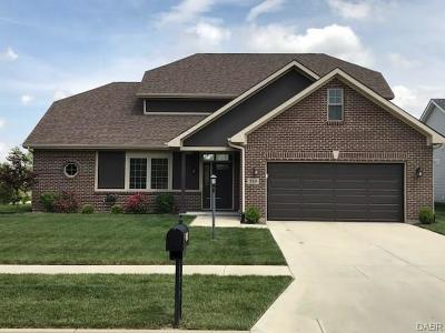 Vandalia Single Family Home For Sale: 719 Deerhurst Drive