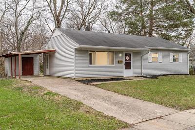 Fairborn Single Family Home For Sale: 176 Locust Drive