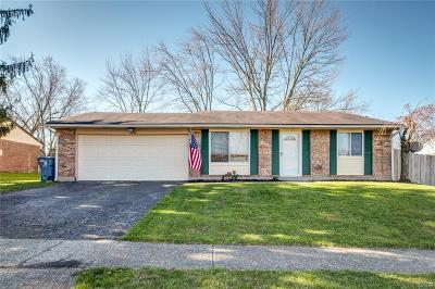 Huber Heights Single Family Home Active/Pending: 4856 Meadowvista Drive