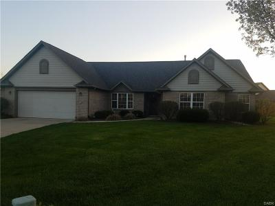 Fairborn Single Family Home Active/Pending: 2631 Falling Leaf Court