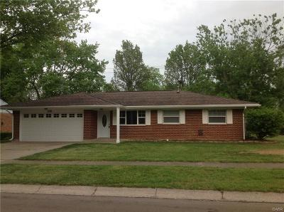 Huber Heights Single Family Home For Sale: 7100 Chatlake Drive