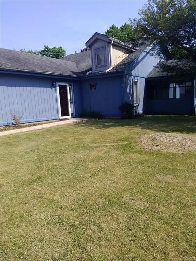 Dayton Single Family Home For Sale: 102 Mark Twain Court