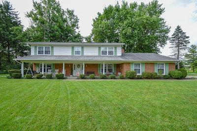 Tipp City Single Family Home For Sale: 1040 Oak Lea Drive