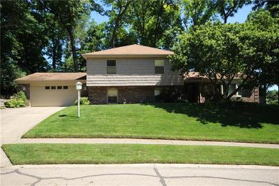 Fairborn Single Family Home For Sale: 1803 Robinhood Drive
