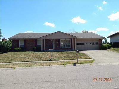 Miamisburg Single Family Home For Sale: 2106 Robinhood Drive