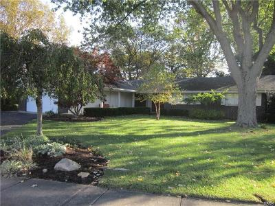 Xenia Single Family Home For Sale: 871 Meadow Lane
