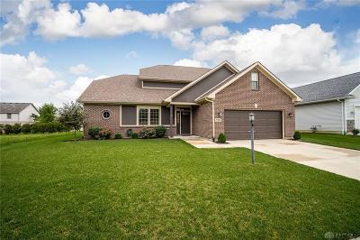 Vandalia Single Family Home For Sale: 719 Deerhurst Drive
