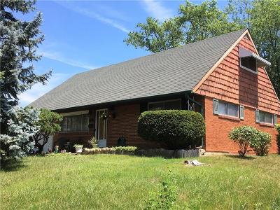 Huber Heights Single Family Home Active/Pending: 5992 Rena Place