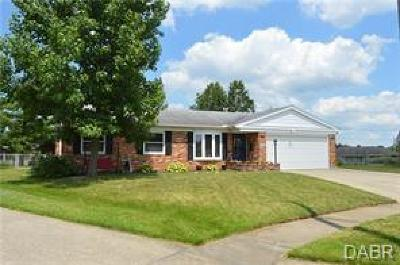 Fairborn Single Family Home Active/Pending: 1986 Herky Place