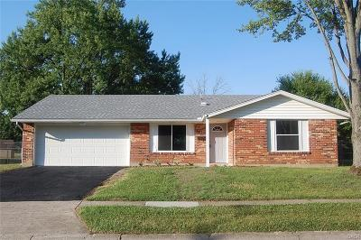 Huber Heights Single Family Home Active/Pending: 6833 Laurelview Drive