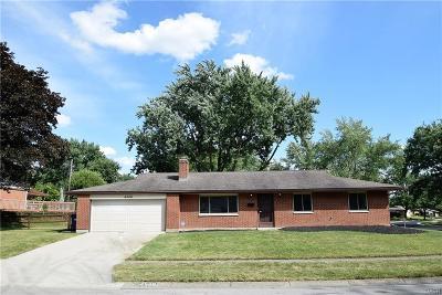 Englewood Single Family Home For Sale: 4548 Skylark Drive