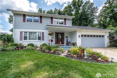 Fairborn Single Family Home For Sale: 1614 Green Oak Court