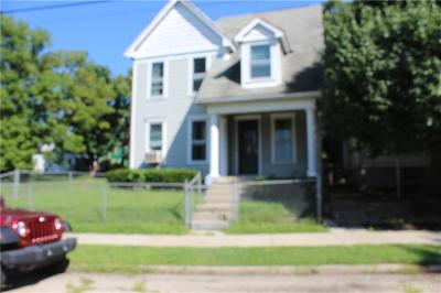 Dayton Single Family Home For Sale: 871 Riverview Terrace
