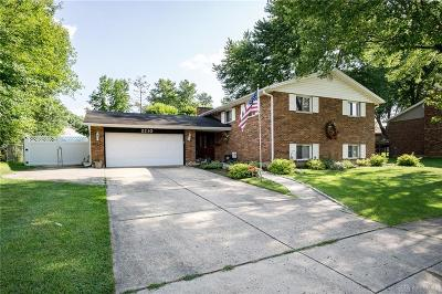 Miamisburg Single Family Home For Sale: 2210 King Richard Parkway