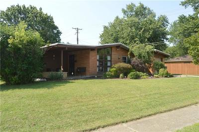 Kettering Single Family Home For Sale: 1008 Chateau Drive