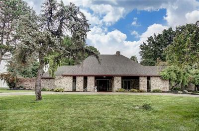 Fairborn Single Family Home For Sale: 3838 Greenbriar Drive