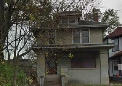 Dayton Single Family Home For Sale: 330 Pleasant Avenue