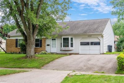 Vandalia Single Family Home Active/Pending: 1032 Londonderry Drive
