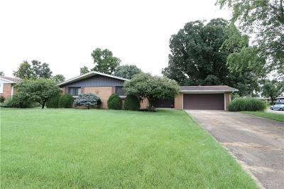 Fairborn Single Family Home For Sale: 432 Ivanhoe Drive