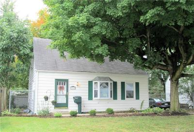Kettering Single Family Home For Sale: 2155 Bataan Drive