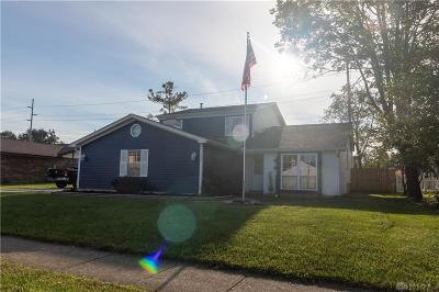 Dayton Single Family Home For Sale: 1435 Robinhood Drive