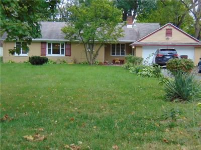 Dayton Single Family Home For Sale: 52 Meadow Drive