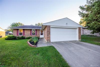Dayton Single Family Home For Sale: 8417 Schoolgate Drive