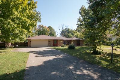 Dayton Single Family Home For Sale: 8260 Garnet Drive