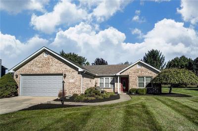 Fairborn Single Family Home Active/Pending: 7710 Kings Ridge Circle