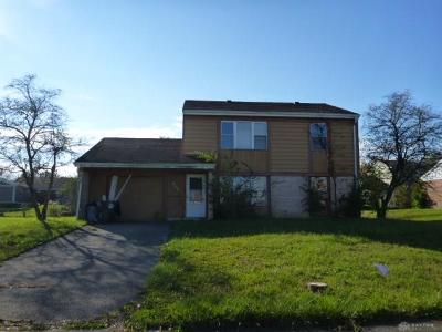 Dayton Single Family Home For Sale: 6740 Shadowbrook Drive