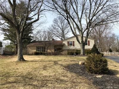 Dayton Single Family Home For Sale: 5937 Deanmont Place