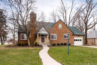 Dayton Single Family Home For Sale: 102 Chatham Drive
