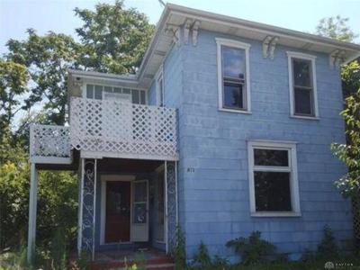 Springfield Single Family Home For Sale: 812 East Street