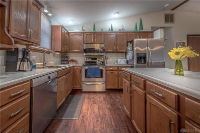 Dayton Single Family Home For Sale: 25 Dorchester Drive