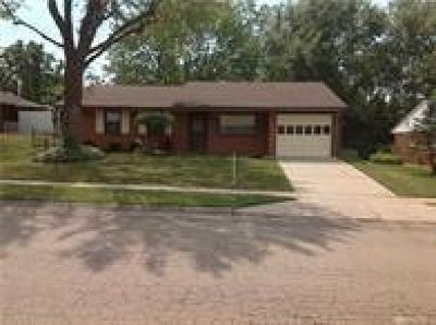 Dayton Single Family Home For Sale: 2606 Pinegrove Drive
