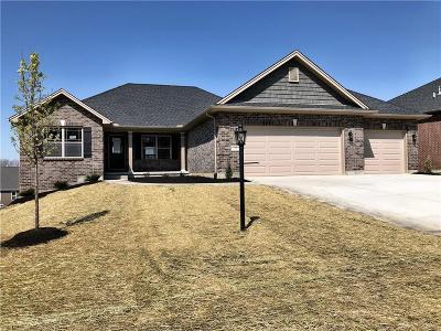 Springboro Single Family Home For Sale: 77 Louise Drive