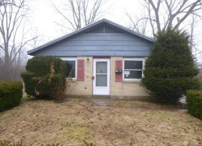 Dayton Single Family Home For Sale: 3635 Courtwood Avenue
