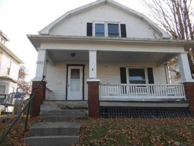 Springfield Single Family Home For Sale: 1585 Mound Street
