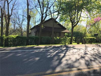 Dayton Single Family Home For Sale: 4661 Wolf Creek Pike