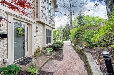 Kettering Condo/Townhouse For Sale: 3595 Far Hills Avenue