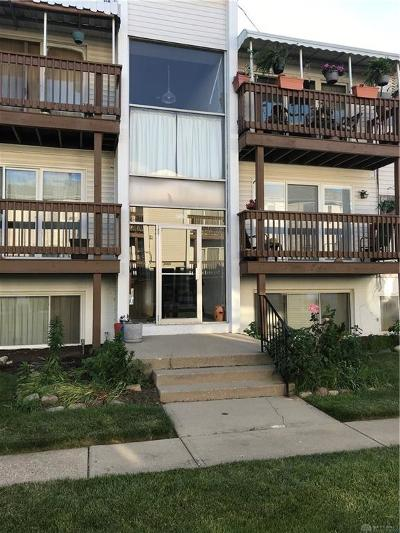 Kettering Condo/Townhouse For Sale: 5650 Coach Drive #F