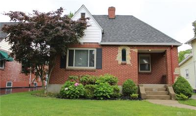 Kettering Single Family Home For Sale: 220 Cushing Avenue