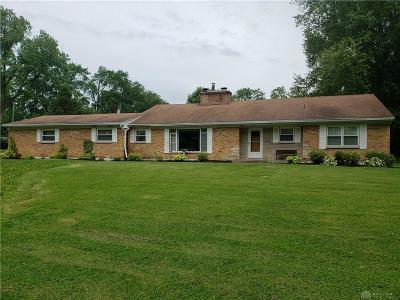 Vandalia Single Family Home For Sale: 8630 Dog Leg Road