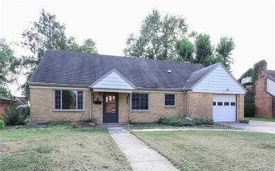Dayton Single Family Home For Sale: 110 West Sherry Drive