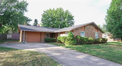 Huber Heights Single Family Home For Sale: 6286 Leawood Drive