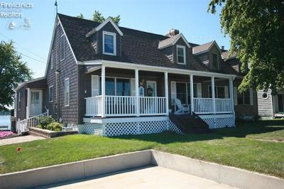 Sandusky Single Family Home For Sale: 211 Cedar Point Road