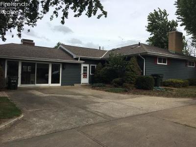 Sandusky Single Family Home For Sale: 205 Cedar Point Road