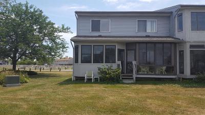 Oak Harbor Condo/Townhouse For Sale: 6467 Harris Harbor