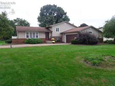 Huron OH Single Family Home For Sale: $172,000
